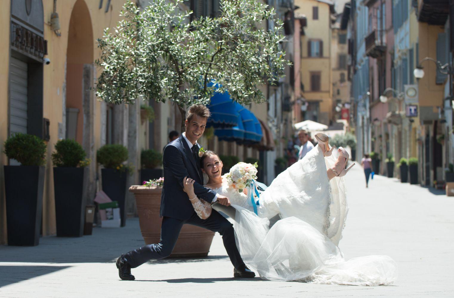 evoluzione acrobatica in corso Garibaldi a Spoleto