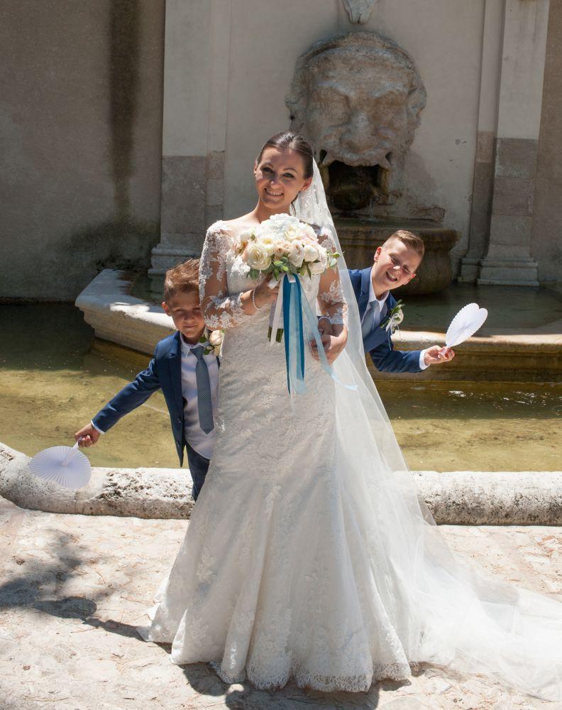 Sposa con figli schersosi