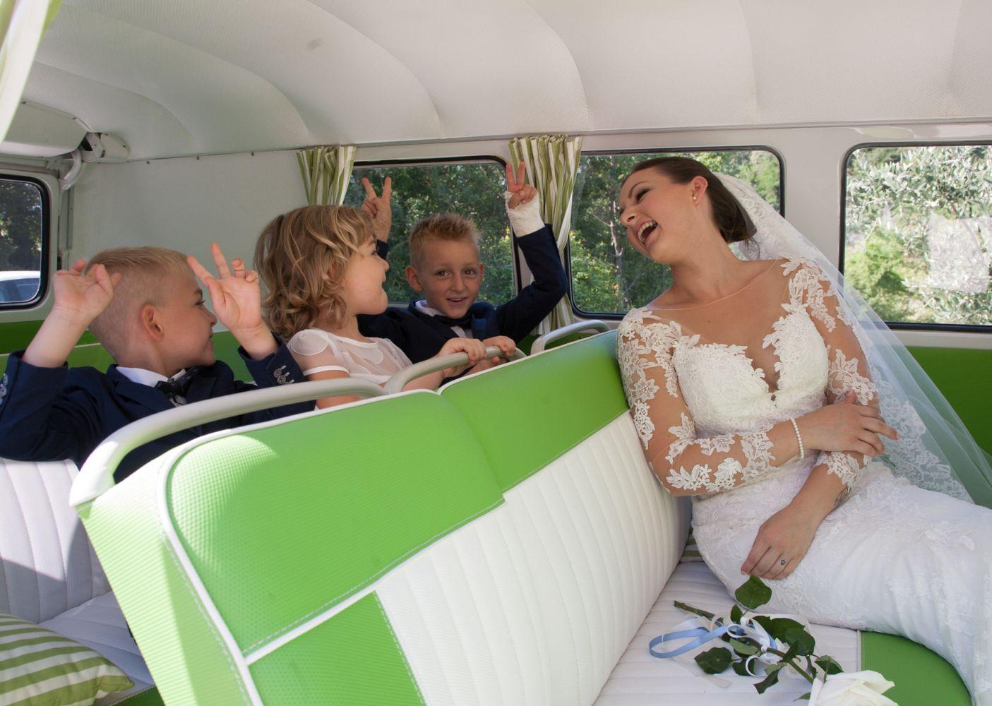 la sposa verso la chiesa